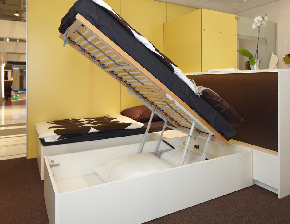 Storage Lift Bed Mechanism : Bed lift opening mechanism with gas filled struts in