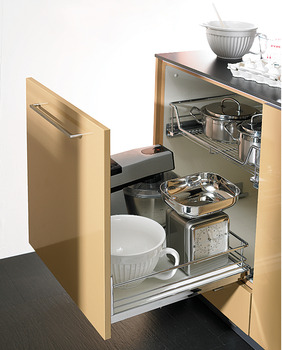 Front Pull-Out base unit, Kesseböhmer, guided by concealed dynamic runners, with pull out wire shelf
